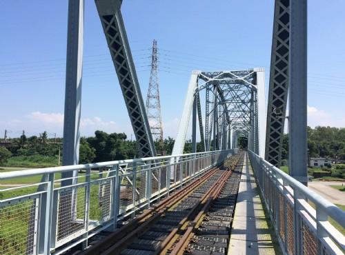 下淡水溪鐵橋生態園區