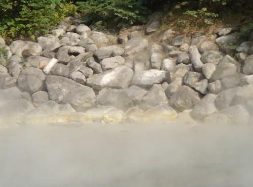 地熱谷(地熱谷景觀公園)-巨石與溫泉熱氣