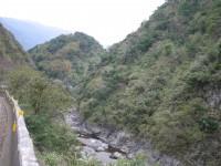 富東公路旁的鱉溪<br/> 攝影:旅遊王攝影組