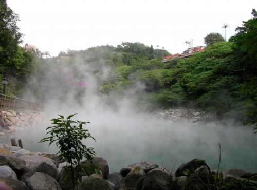 北投溫泉-地熱谷煙霧嬝嬝