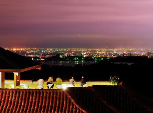 半露天的景觀咖啡廳視野非常遼闊 / 雲登景觀飯店 提供
