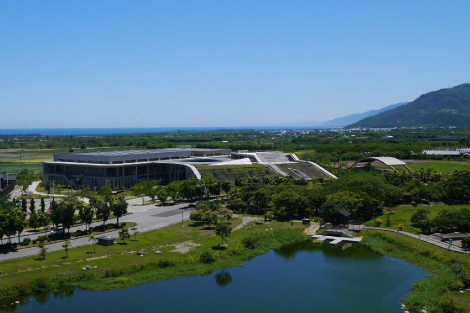 與縱谷地型相互融合的台東大學圖書館/jacky
