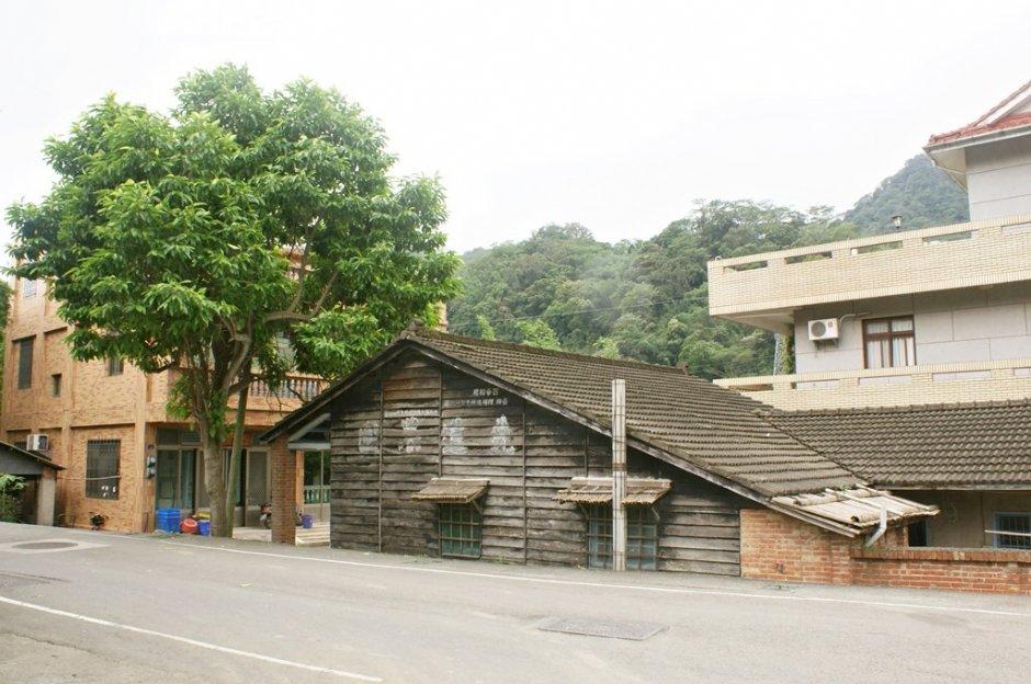 獅潭老街仍可見日式木造房舍 / Eva隨手拍