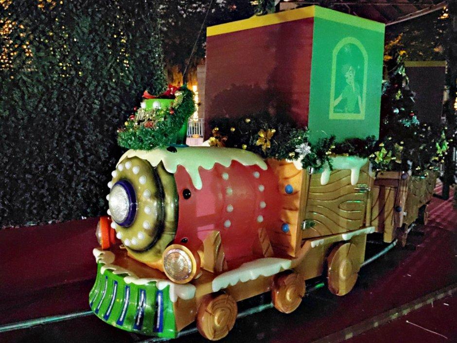 載滿耶誕祝福的浪漫燈箱將配合主燈秀於整點發車 / Louis提供