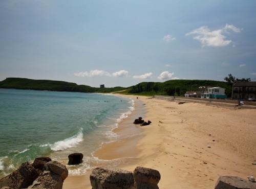 由珊瑚和貝殼沙構成的嵵理沙灘/sheng