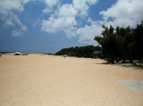 隘門沙灘有最長的金黃貝殼沙/sheng