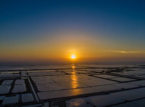 乘膠筏遊潟湖 台南七股生態旅遊新體驗