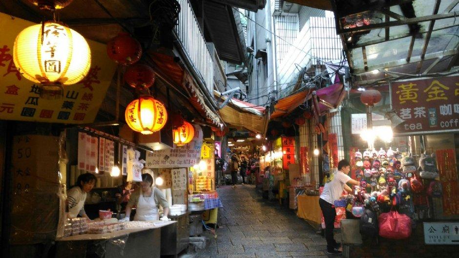 九份基山街擁有數不清的美食小吃/Lu