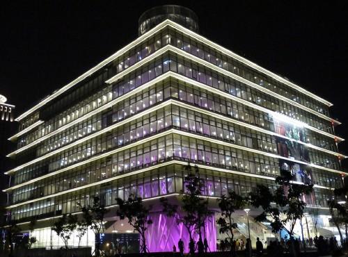 高雄市立圖書館總館為高雄新興熱門景點/旅遊王攝影組提供