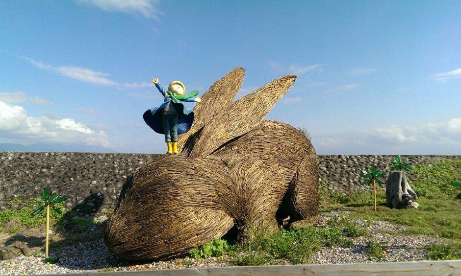 台東比西里岸的幾米與毛毛兔 / Louis 提供