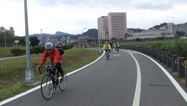兼具休閒與運動功能的單車/Lu