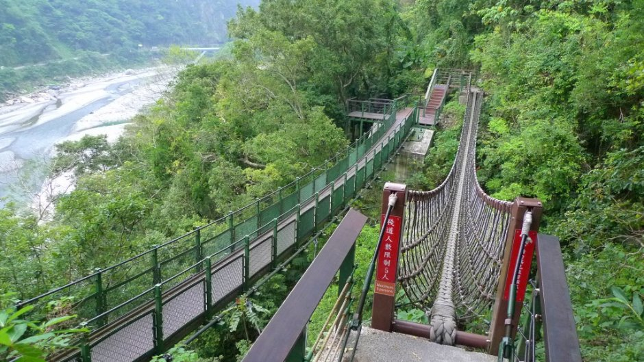 小錐麓步道中刺激的吊橋/Eva隨手拍