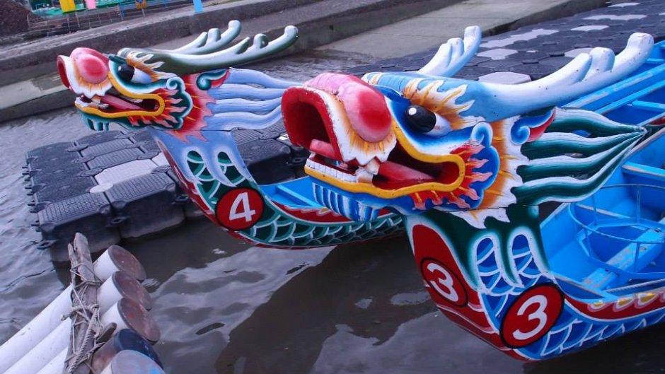 色彩鮮豔的龍舟/xcatx