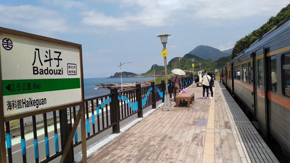 在車站就可以看到山海交織的美景/Lu