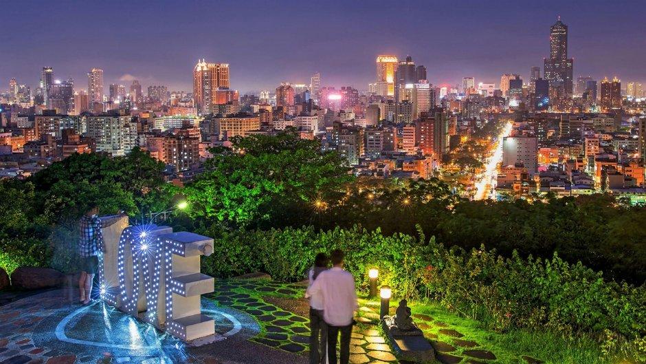 壽山情人觀景台夜景迷人 / 高雄市政府 提供