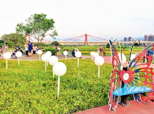 悠閒過週末!大台北河濱公園散步騎車加賞花