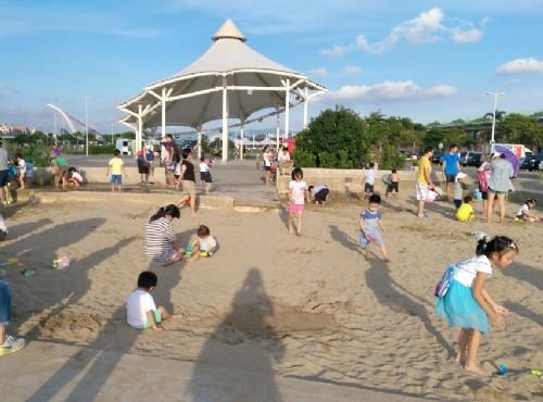 沙坑是小朋友的幸福遊戲場/zean