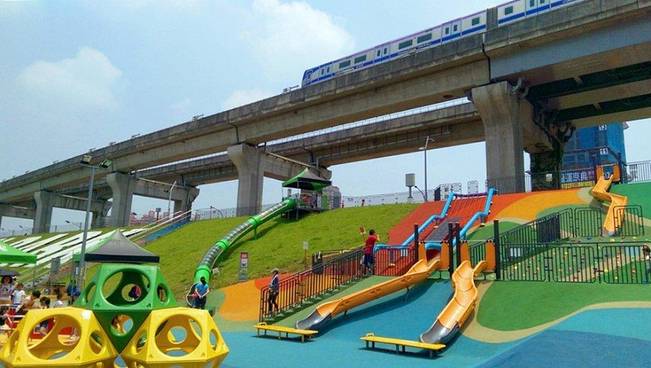 大台北都會公園的共融式遊戲場大人小孩都喜歡 / 娥